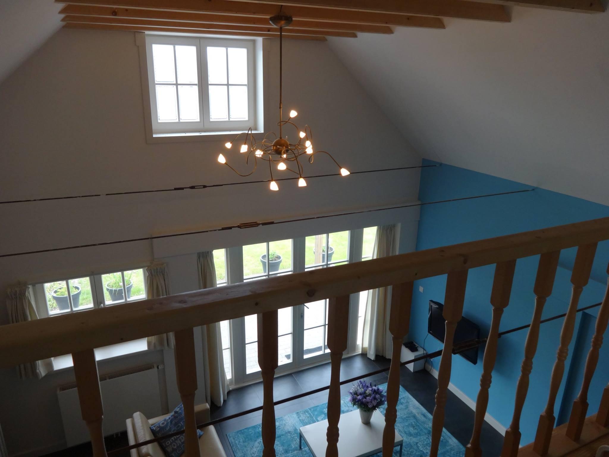 impressie2-woonkamerp-uitzicht-vide-bed-en-breakfast-westerbork-drenthe